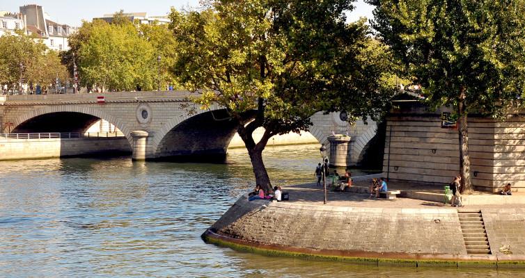 Paris: Fleurs de Ruine et Remise de Peine par Patrick Modiano