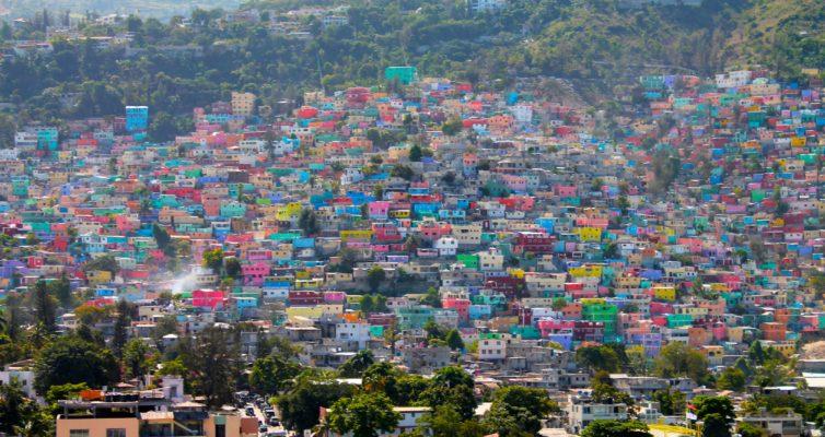 Haïti: L'odeur du café et Le goût des jeunes filles par Dany Laferrière  et Les Comédiens par Graham Greene