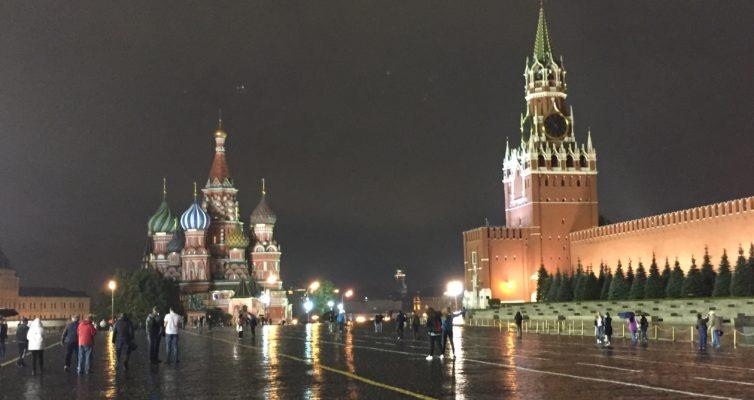 Moscou : La Maison Eternelle par Yuri Slezkine, Le Maître et Marguerite par Mikhaïl Boulgakov et Limonov par Emmanuel Carrère